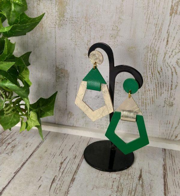 boucles d'oreilles asymétriques en cuir vert et or