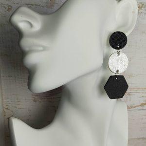 boucles d'oreilles en cuir de formes géométriques dominante noir et argent